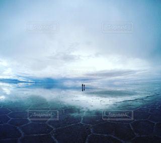 曇り空のウユニ塩湖の写真・画像素材[1282269]