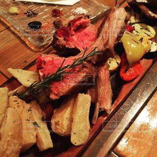 ステーキの盛り合わせの写真・画像素材[678527]