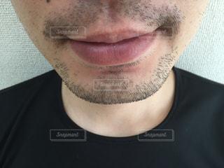 近くの黒いシャツを着た男の写真・画像素材[1240446]