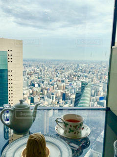 テーブルの上のコーヒー カップの写真・画像素材[1230683]