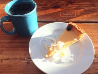 食品とコーヒーのカップのプレートの写真・画像素材[1209570]