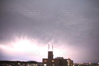 夕暮れ時の都市の景色の写真・画像素材[983714]