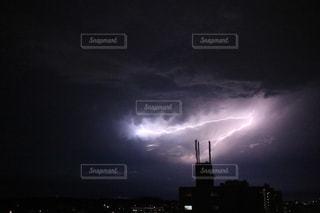 暗闇の雲の写真・画像素材[983718]