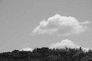 空には雲のグループの写真・画像素材[1432510]