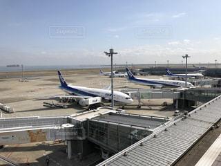 空港で駐機場に座っている面の写真・画像素材[1057766]