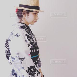帽子をかぶっている人の写真・画像素材[1296627]