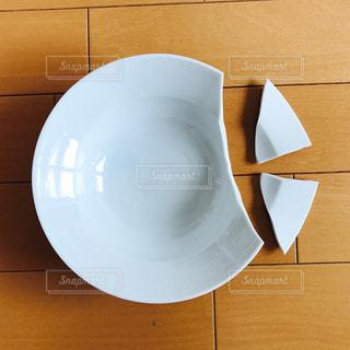 割れたお皿の写真・画像素材[1223240]