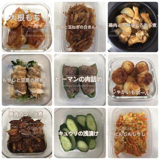 食品のさまざまな種類の入ったプラスチック容器の写真・画像素材[996231]