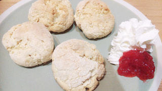 皿の上の食べ物の写真・画像素材[1238755]