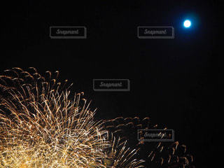 空に花火の写真・画像素材[904894]