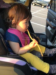 車に座っている少女の写真・画像素材[747414]