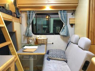 机と椅子と寝室の写真・画像素材[747422]
