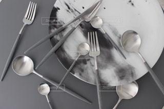 銀のスプーンをフォークとナイフの写真・画像素材[1232017]