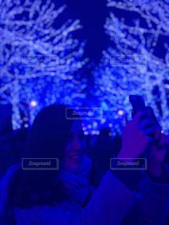 舞台上に座っている人の写真・画像素材[1270145]