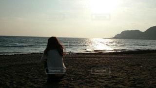 ビーチの前に立っている人の写真・画像素材[1638669]