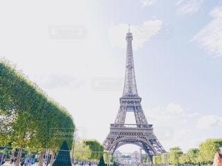 晴れた日のエッフェル塔の写真・画像素材[2718586]
