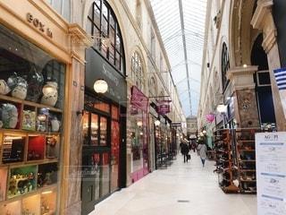 パリの商店街の写真・画像素材[2718629]