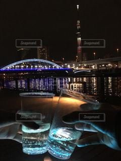 夜にライトアップされた時計塔の写真・画像素材[2770644]