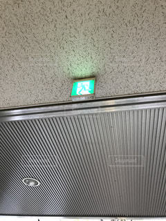 建物の側面にある記号の写真・画像素材[819196]