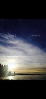 飛行機雲と空の写真・画像素材[1090557]
