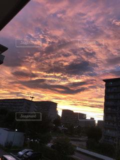 夕暮れ時の都市の景色の写真・画像素材[739528]