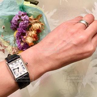 腕時計をしている人の写真・画像素材[982572]