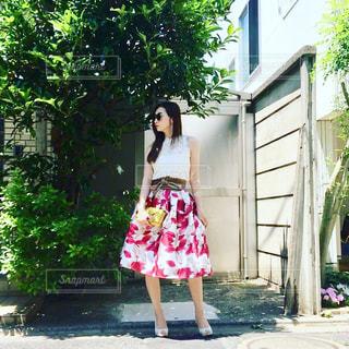 ピンクのドレスの女の子の写真・画像素材[1203442]
