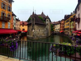 都市の狭い川で、の写真・画像素材[1529002]