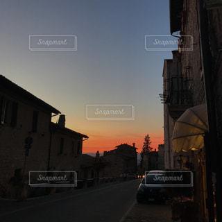 街の通りのビューの写真・画像素材[2084863]