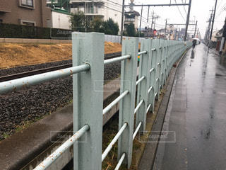 線路沿いの柵の写真・画像素材[982995]