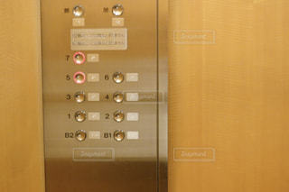 エレベーター ボタン スイッチの写真・画像素材[1645849]