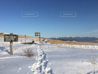 雪に覆われた通り上記記号 - No.1017330
