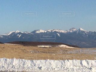 雪に覆われた山の写真・画像素材[1017332]