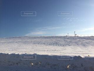 近く雪に覆われたフィールド - No.1017354