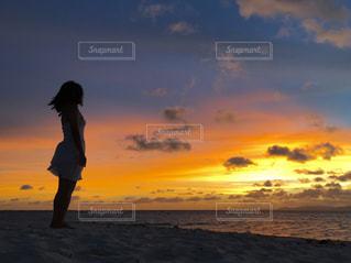 Sunset watching on the beach - No.738138