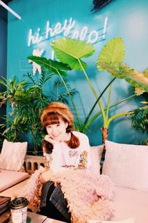 工場のケーキをテーブルに座って人の写真・画像素材[960949]