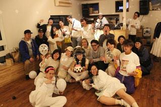 写真のポーズの人々 のグループ - No.1101336