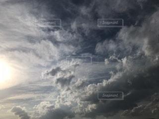 空には雲のグループの写真・画像素材[1118605]