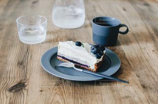 木製テーブルの上のコーヒー カップの写真・画像素材[1141209]