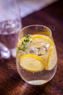 暑いにシュワシュワのレモンソーダ!の写真・画像素材[3189021]