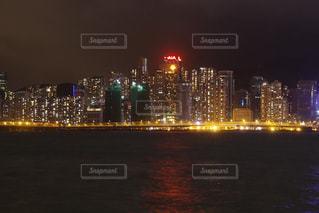 夜の街の景色の写真・画像素材[824062]