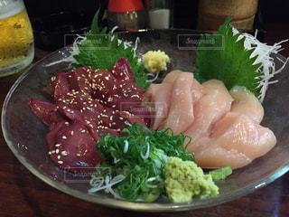 テーブルの上に食べ物のプレート - No.917148