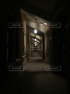 建物は夜ライトアップ - No.917153