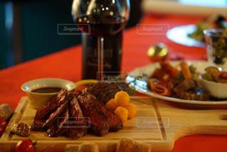 肉とワインの写真・画像素材[853782]