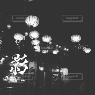 白黒のランタンの写真・画像素材[904259]