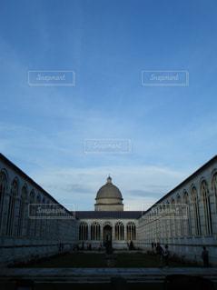 ピサの斜塔のすぐ隣に建つ美しい建物Camposantoの写真・画像素材[1231532]
