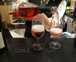テーブル ワインのグラスの写真・画像素材[846878]