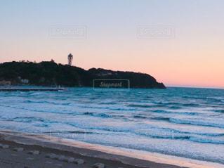 夕暮れ時の江ノ島の写真・画像素材[1022848]