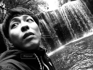 滝を身に着けている男の子の写真・画像素材[763191]