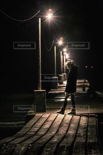 原岡桟橋を歩く女性の写真・画像素材[1697636]